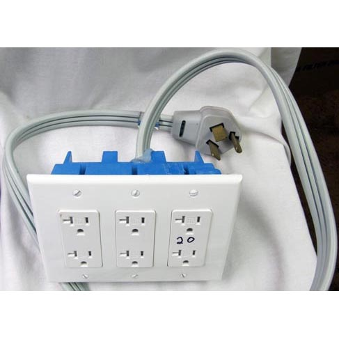Electrical Converter 230 Volt 3 wire/prong 30 amp TO 115 Volt 3 Gang (6 Outlets) Adapter NEMA 10-30P to NEMA 5-20R 20150304