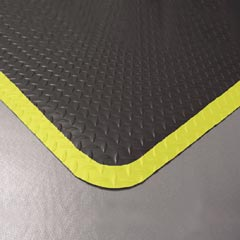 Diamond Plate 3' x 5' Blk w/ yellow border