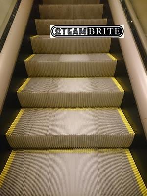 escalator cleaning machine